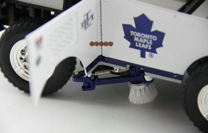 1/18 Scale Model Motor City Classics Ice resurfacing machine Diecast Model, NHL Zamboni Machine Diecast Car, Zamboni 500 Series.