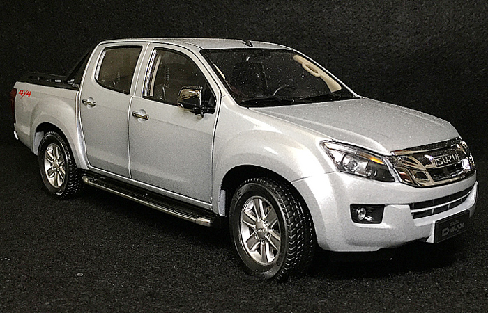 1/18 Scale Model Car Truck, ISUZU D-MAX Pickup Zinc Alloy Diecast Model.