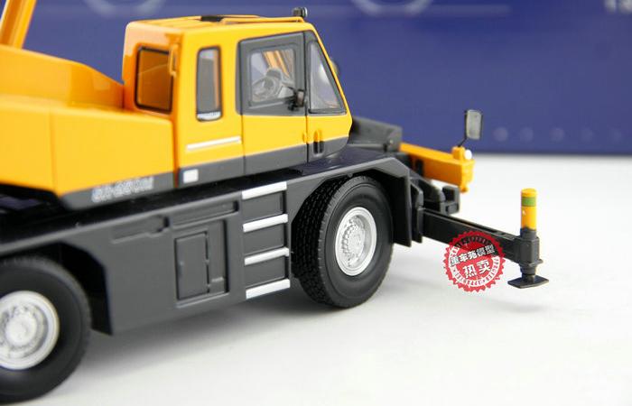 1/50 Scale Model KATO SR-250RI 25 Tons Rough Terrain Crane Diecast Model, Zinc Alloy Model Toy.
