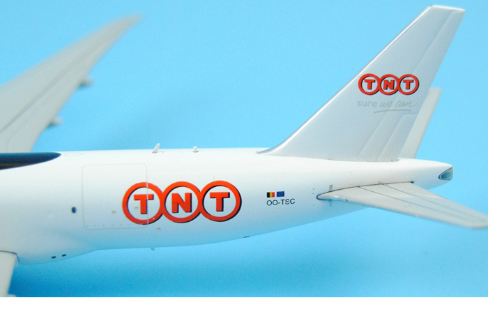 1/400 Model Airplane JC-Wings XX4203 TNT Airways SURE WE CAN Boeing 777F OO-TSC Aircraft Diecast Model Collectibles, Scale Model.