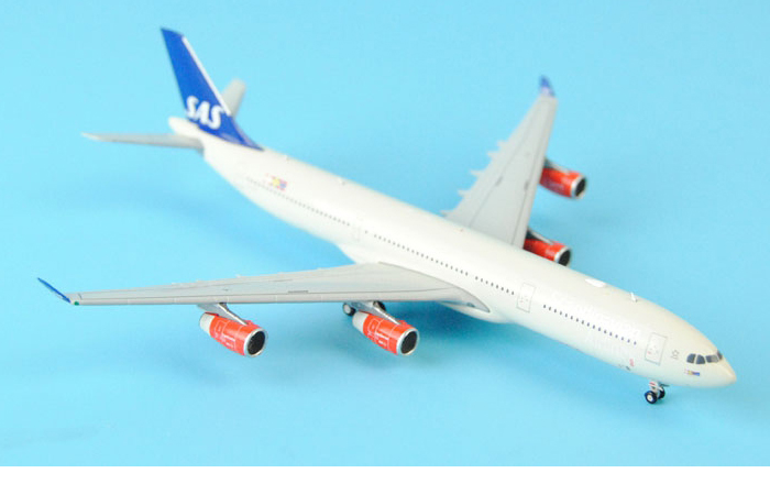 1/400 Model Airplane JC-Wings XX4303 SAS (Scandinavian Airlines) Airbus A340-300 LN-RKF Aircraft Diecast Model Collectibles, Scale Model.