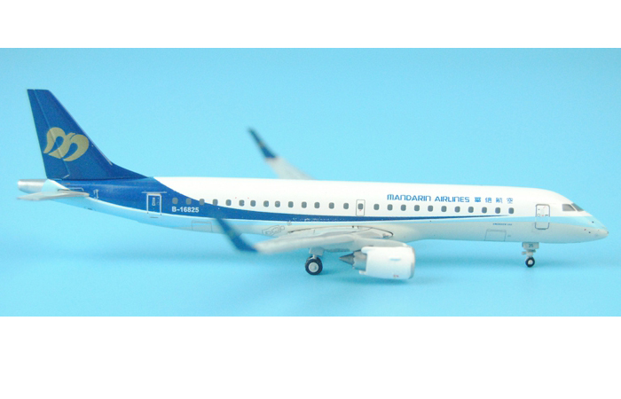 1/400 Model Airplane JC-Wings XX4667 Mandarin Airlines Embraer ERJ-190 B-16825 Aircraft Diecast Model Collectibles, Scale Model.