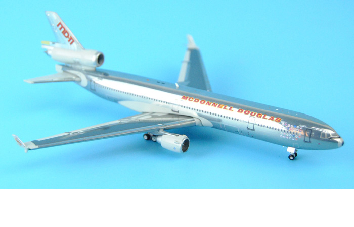 1/400 Model Airplane JC-Wings XX4668 McDonnell Douglas MD-11 N111MD House Color Polish Aircraft Diecast Model Collectibles, Scale Model, Metal Model Plane.