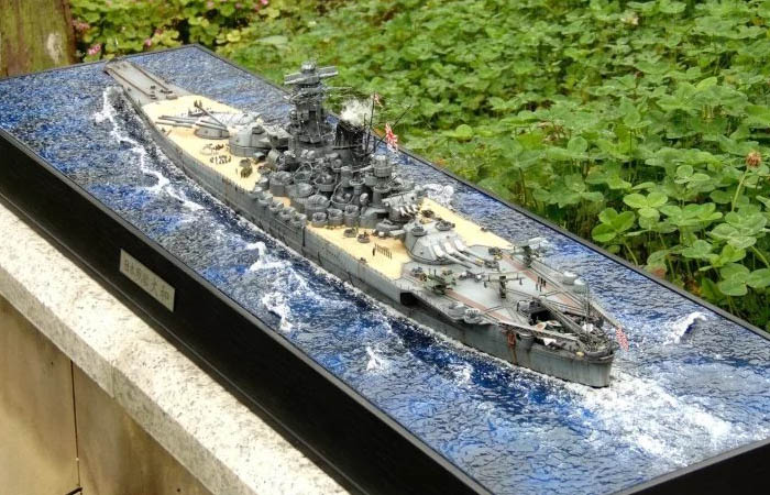 1/350 Scale Tamiya 78025 Japanese Battleship YAMATO Plastic Model Kit Premium Ed. With Sea Diorama.