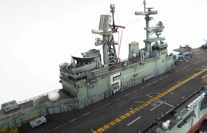 1/700 Scale Trumpet Plastic Model Kit 83406 USS Bataan LHD-5 Wasp-Class Amphbious Assault Ship.