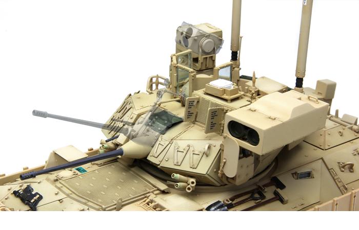 Meng-Model SS-004 1/35 Scale Plastic Model Kit US Infantry Fighting Vehicle M2A3 Bradley BUSK III Scale Model, Static Armor Model.
