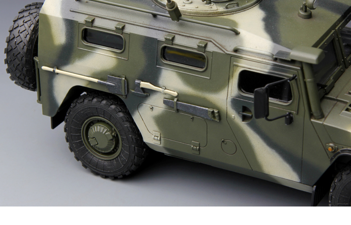 "Meng-Model VS-003 1/35 Scale Plastic Model Kit RUSSIAN ARMORED HIGH-MOBILITY VEHICLE GAZ-233014 STS ""TIGER"" Scale Model, Static Armor Model"