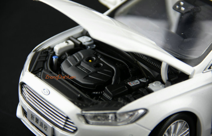 1/18 Scale Model Ford New Mondeo 2013 Original Diecast Model Car, Gifts, toys, collectibles, Display Model Static Model.